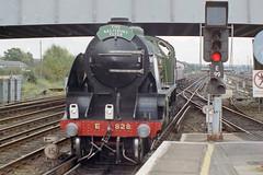 828 + 70000 at Eastleigh Stn., 10 Oct 1993 (Ian D Nolan) Tags: railway railtour station eastleighstation 35mm epsonperfectionv750scanner s15 828 460z lswr sr