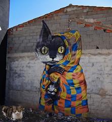 Tres gatos (Caty V. mazarias antoranz) Tags: fanzara castellón comunidadvalenciana murales muralesdefanzara arte pintura pueblosdecastellón castellóndelaplana altomijares arteenlascalles arteenlosmuros arteenlasfachadas fachadas spain españa gatos felinos tres