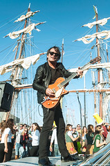 sail rocker (jada photography) Tags: guitar guitarman sailship ijmuiden harbour haven velsen zeilen peaople mensen rocker artist musician gretsch guitars