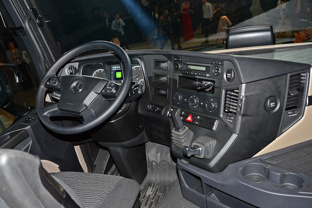 Actros-18
