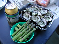 Oysters and a beer, then fresh prawns (spelio) Tags: huskisson nsw oct 2017 food beer