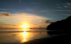 Pauanui Sunrise Still more (JayVeeAre (JvR)) Tags: ©2017johannesvanrooy beach coromandelpeninsula johnvanrooy gimp28 picasa3 httpwwwflickrcomphotosjayveeare johnvanrooygmailcom gimpuser gimpforphotography sea seaside waikatonewzealand newzealand dawn sunrise allsilhouettesandshadows naturessilhouettes