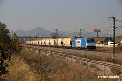 Azul (Trenesmania) Tags: tren trenes train trains railway ferrocarril renfe adif comsa comsarailtransport mercancías 253 253101 traxx bombardier cereal tolvas martorell barcelona morrot cornellà vtg locomotora vagon
