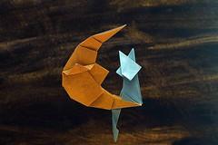 Crescent (Kakami Hitoshi) (De Rode Olifant) Tags: origami paper kakamihitoshi paperfolding cat catonthemoon marjansmeijsters diagrams tanteidan crescent tanteidanconventionbook22 origamicat origamimoon origamicatonthemoon
