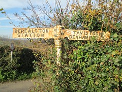Bere Alston Finger Post SX 4527 6711 (Bridgemarker Tim) Tags: berealston westdevon fingerposts milestones