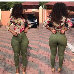 2017-10-15 11.11.20 1626066722455115281_4829977586 (African Queendom) Tags: igbestcakes thickgirlsonly dopesgirlsdopebooty dailybooty instacurvesthecake curvy curvaceous curviestcurves teamcakesuperbadd naija 9janigeria curvyafricangirls africasouthafrica kenya ghana booty africanqueen queendom pictureoftheday