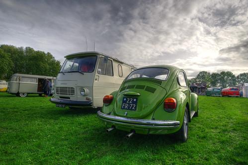 Air-time 2017 - Volkswagen Kever en Peugeot J7 - 46-MK-18 en 22-FR-72