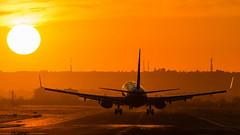 EI-DWR (jesúsmoreno) Tags: boeing 737 b737800 ryanair sun sunset airplane plane landing boeing737
