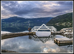 Paseando por Noruega: Invik (edomingo) Tags: edomingo olympusomdem10 mzuiko14150 invik fiordos reflejos noruega
