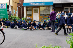 Yanaka Ginza (RW Sinclair) Tags: 2017 asia autumn fall japan october sony a6000 alpha csc digital milc mirrorless yanaka ginza street streetphotography people japanese tokyo children kids child boy girl school elementary teacher fieldtrip 東京 日本 日本人 谷中銀座 谷中 学校 お出掛け