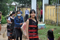Clean-up crew (Roving I) Tags: cleanup gangs crews womenworkers traditionaldress trashbags facemasks longhair street hoabac hoavang vietnam village danang tourism projects