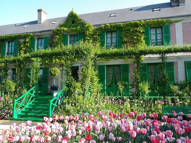 睡蓮で有名なモネの家と可愛いジベルニー村(パリ発のオプショナルツアー)