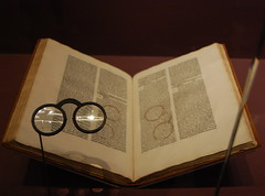 Paris (mademoisellelapiquante) Tags: museedecluny medieval medievalart middleages arthistory artmuseum paris france book spectacles