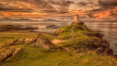 Llanddwyn lighthouse first light (waynedavey67) Tags: canon 5dmkiii canoneos5dmkiii 1635mmlf4 tripod leefilters nisifilters wales anglesey southstack island uk landscapedreams landscape wonderfulwaterandlandscapes breathtakinglandscapes landscapeswithanunlimitedbeauty sky skyscape seaview sea seascape mountains hills rocks beach lighthouse building house home history historical breath taking landscapes