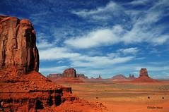 Monument Valley (9) (didier95) Tags: monumentvalley arizona usa etatsunis ameriquedelouest paysage montagne ciel nuage bleu ocre