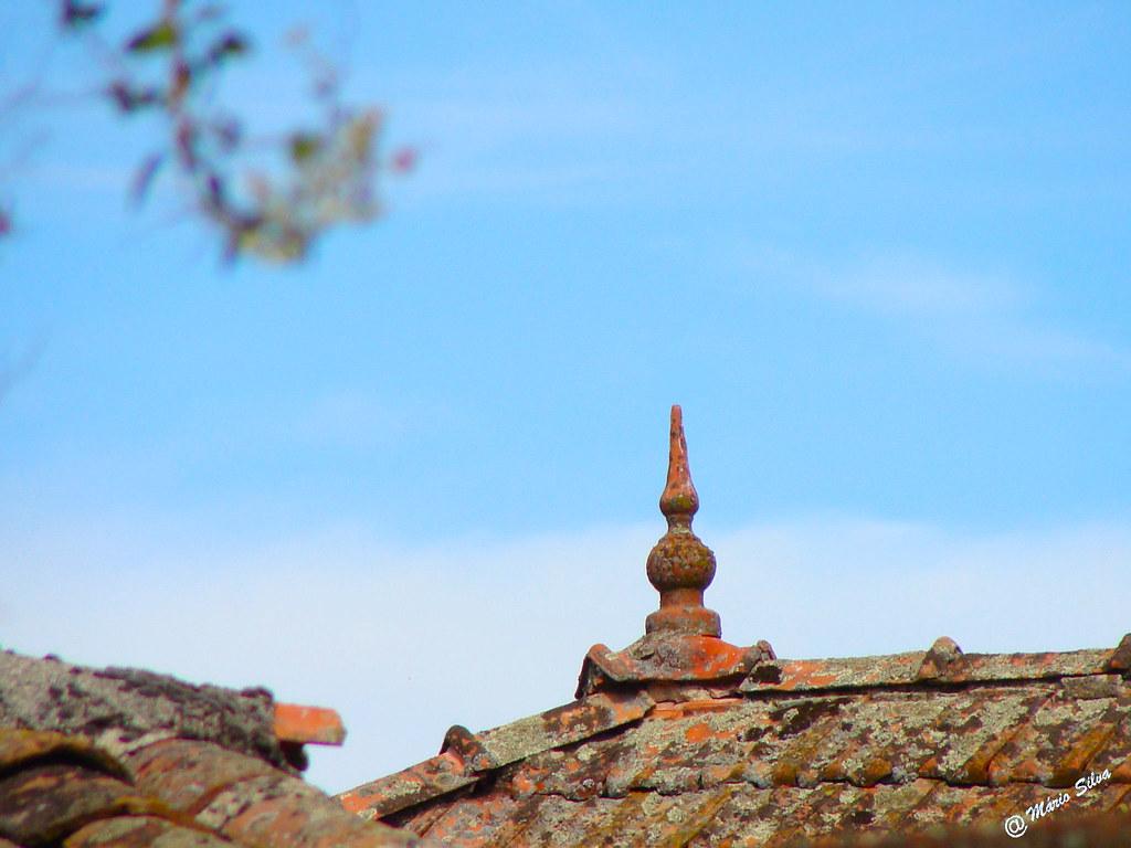Águas Frias (Chaves) - ... pormenor de um telhado ...