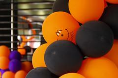 smiling balloon. (maotaola) Tags: flickrfriday vibrantcolors vibrantorange orangeandblack orangedecorations decoracionesnaranjas halloweencolors catchycolors smilingballoon globosonriendo balloons smileonsaturday vividorange