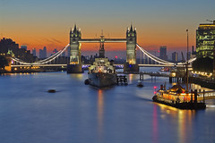 La fredda luce del giorno / The cold light of the day (Tower Bridge, London, United Kingdom) (AndreaPucci) Tags: hmsbelfast towerbridge london uk thames sunrise andreapucci canoneos60