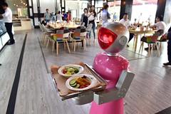 Na China, robôs cuidam de humanos da infância até a velhice (codigokid1) Tags: código kid na china robôs cuidam de humanos da infância até velhice