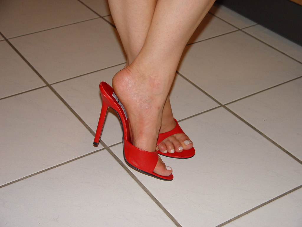 e23f951b19 pic0097 (KnulliBulli) Tags: heels highheels mules slides nylons toes fuss  füsse legs pantoletten