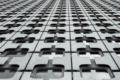 Cases (pi3rreo) Tags: défense paris urbain urban city ville extérieur textures pattern noiretblanc white black façade fenêtres windows immeuble skyscraper haut hauteur france perspective