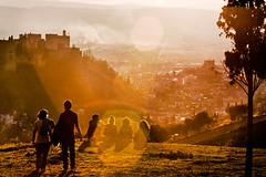 paisaje-atardecer-amigos (Valua Travel) Tags: montaña amigos paisaje atardecer verano sol grupo charla horizontal