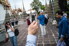 * (Sakulchai Sikitikul) Tags: street snap streetphotography sony a7s 28mm voigtlander thailand bangkok tourist selfie temple