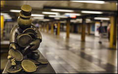 _SG_2017_09_0113_IMG_9219 (_SG_) Tags: bronze sculpture bronzesculpture tom otterness tomotterness 14th streeteight avenue 14thstreeteightavenue street eight life underground station metro subway new york ny iloveny ilovenewyork newyork newyorkcity thecityneversleeps