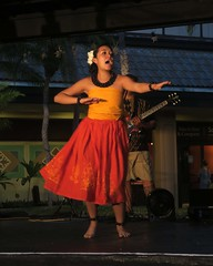hula song (BarryFackler) Tags: hula dance dancing dancer wahine hawaiianculture entertainment polynesia kona keauhoushoppingcenter hulashow 2017 people northkona hawaii outdoor hawaiicounty hawaiianheritage hulahalau island keauhou tropical hawaiianislands barryfackler barronfackler bigisland westhawaii life sandwichislands polynesian culture tradition history art hawaiiisland kukuinutlei kukuinutbracelet barefoot palmtree guitar lei shoppingcenter