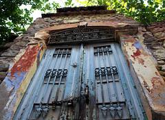 Bergama'da bir kapı (a door in Bergama) (ademkaranfil) Tags: izmir kapı door bergama