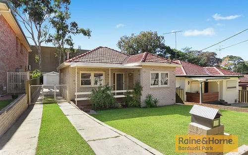 33 Glamis St, Kingsgrove NSW 2208