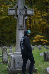 Joe (karleemorganroyek) Tags: blue hair boy nikon d7100 50mm f18 1160 cemetery