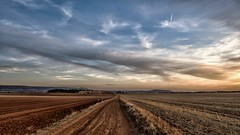El paisaje (una cierta mirada) Tags: landscape sky cloudscape nature earth horizon sunset road path