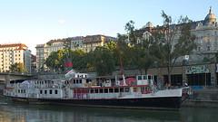 donaukanal-2017_10 (rhomboederrippel) Tags: rhomboederrippel fujifilm xe1 june 2017 vienna europe austria donaukanal river sunset clearsky ship