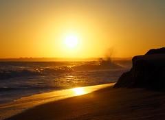 Waves at sunset (Hammerhead27) Tags: coast praia alvor horizon beauty evening sunset atlantic wave portugal algarve beach sand sea light gold