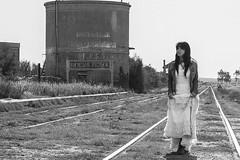 Laura en Nueva Roma (Ramiro Francisco Campello) Tags: blackandwhite railway girl viasdetren blancoynegro nuevaroma roma fogotten puebloolvidado