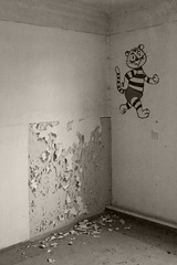 _MG_8324 (daniel.p.dezso) Tags: kiskunlacháza kiskunlacházi elhagyatott orosz szoviet laktanya abandoned russian soviet barrack urbex ruin drawing tale illustration
