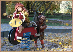 Herbstliche Grüße ... (Kindergartenkinder) Tags: grugapark essen gruga kindergartenkinder annette himstedt dolls tivi milina