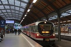 PR EN57-2075 , Wrocław Główny train station  16.09.2017 (szogun000) Tags: wrocław poland polska railroad railway rail pkp station wrocławgłówny ezt emu set en57 en572075 spot pr przewozyregionalne train pociąg поезд treno tren trem passenger commuter regio 644345 d29132 d29271 d29273 d29276 d29285 d29763 e30 e59 dolnośląskie dolnyśląsk lowersilesia canon canoneos550d canonefs18135mmf3556is