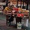 quase arte (luyunes) Tags: vendedorambulante ambulante comercioderua comercioambulante frutas carrocinha motoz luciayunes fotoderua