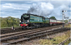 34081. Swithland. (Alan Burkwood) Tags: gcr swithland sr bulleid battleofbritainclass 34081 92squadron steam locomotive semaphore signals box passenger train