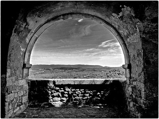 Arche sur fond de Luberon