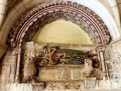 Sepulcro gótico en el Monasterio de Veruela (Eduardo OrtÍn) Tags: monasterio veruela sepulcro gótico zaragoza aragon policromia