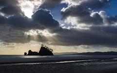 Pungapunga Island sunburst [explored 02-11-2017] (Kadu Flyer) Tags: sunrise coromandel pungapungaisland whangapoua clouds newzealand sunburst