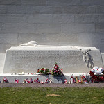 The Tomb at the Canadian National Vimy Memorial / La tombe au Mémorial canadien de Vimy thumbnail
