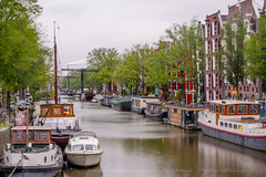 Different way of living (Tony.L Photography) Tags: sony ilce a7markii a7m2 a7ii sonya7m2 35mm fullframe sonyimages sonyblackmagic sonyfullframe fe70200 f4 g oss fe70200f4goss sonyfullframelens fullframelens sonyphotography netherlands amsterdam street photography streetphotography long exposure longexposure streetscape dailylife daily life houseboat house boat boats buildings river amsterdamriver intonight into night nightstreets