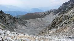 Droga podejścia kuluarem na Amarati Nest 3369m. W oddali wyciągi ośrodka Hatsvali (Tomasz Bobrowski) Tags: wspinanie mountains gruzja kaukaz góry caucasus georgia climbing