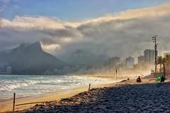 Ipanema en invierno (winter at Ipanema) (A G U I L A T) Tags: atardecer sunset atlantico playa invierno winter latam brasil brazil riodejaneiro rio ipanemabeach praidadoipanema ipanema
