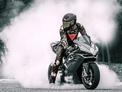 Burn Out (driver Photographer) Tags: 摩托车,皮革,川崎,雅马哈,杜卡迪,本田,艾普瑞利亚,铃木, オートバイ、革、川崎、ヤマハ、ドゥカティ、ホンダ、アプリリア、スズキ、 aprilia cagiva honda kawasaki husqvarna ktm simson suzuki yamaha ducati daytona buell motoguzzi triumph bmv driver motorcycle leathers dainese