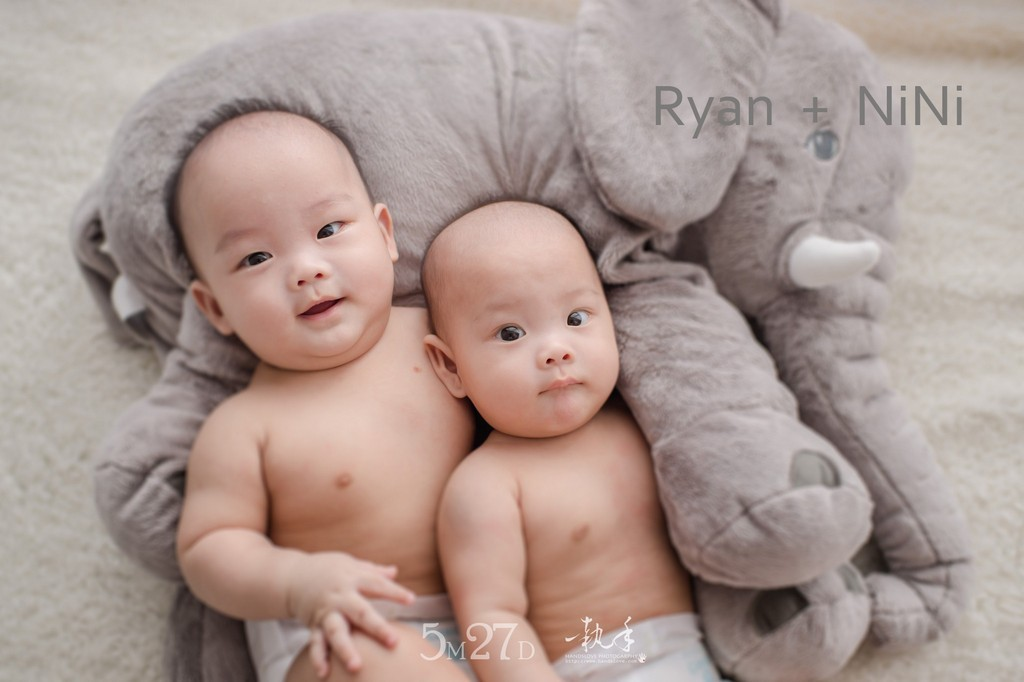 37256970452 fd40c04c20 o [親子攝影 No14] 雙胞胎   5M